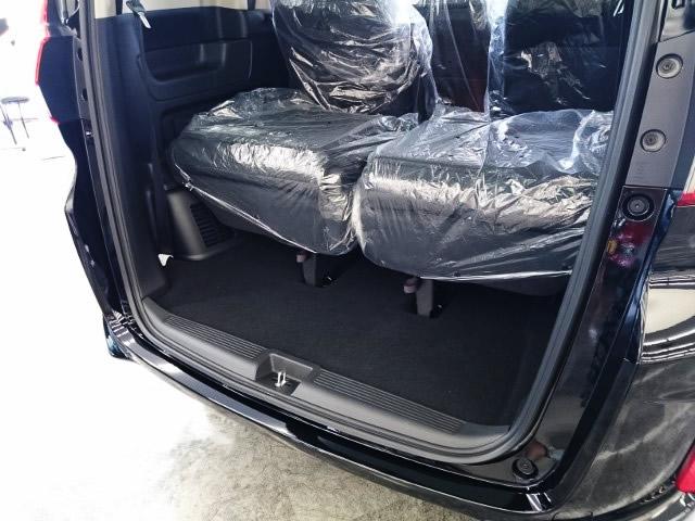 新型フリードの荷室