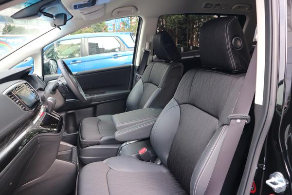 オデッセイの助手席と運転席