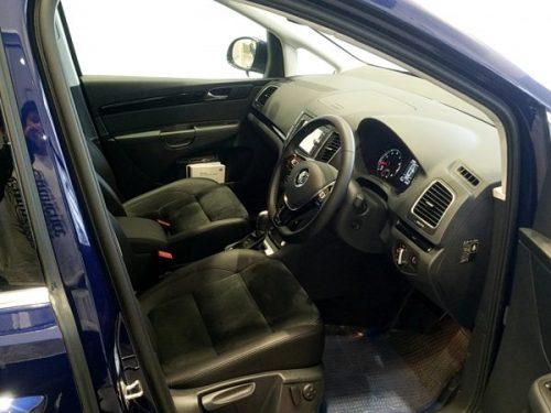 シャランの運転席画像