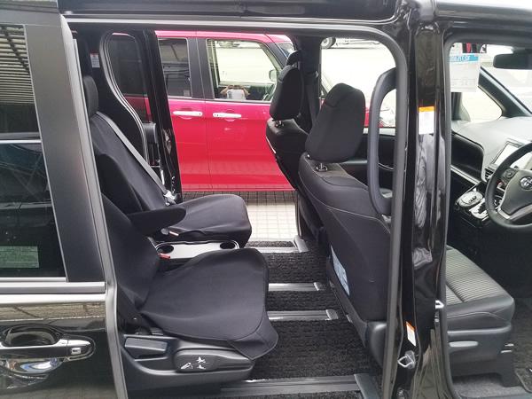 2017新型ヴォクシーの後部座席
